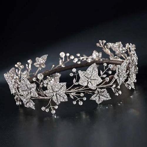 tiara http://www.pinterest.com/pin/179369997633858851/