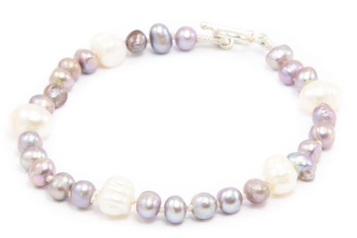 pearl knotting bracelet