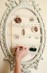 london-jewellery-school-blog-Jewelry+Display+Repurposed+Painted+Frame-194707-392x610