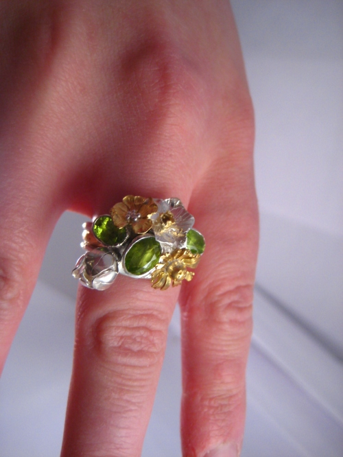london-jewellery-school-blog-kim-styles-jewellery-peridot-garden-ring-close-up