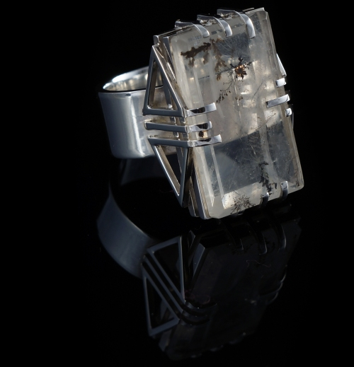 london-jewellery-school-2016-jewellery-maker-of-the-year-award-vlad-zoldak-silver-ring-with-dendritic-quartz