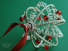 london-jewellery-school-wire-wrappped-xmas-bauble