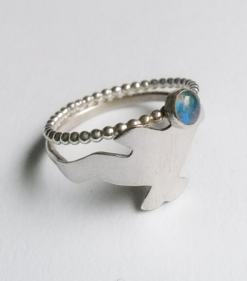 robyn-golding-jewellery-silver-bird-gemstone-ring