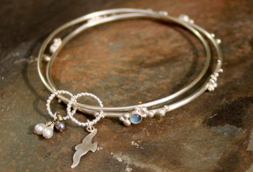 robyn-golding-jewellery-silver-bird-granulated-bangles