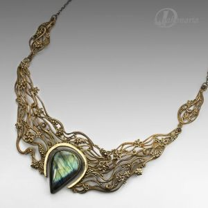 bronze-clay-labradorite-anna-mazon-necklace-pantone-2017-greenery