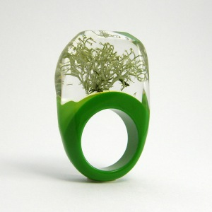 silver-moss-and-green-resin-ring-general-valentine-london-jewellery-school-pantone-2017-greenery