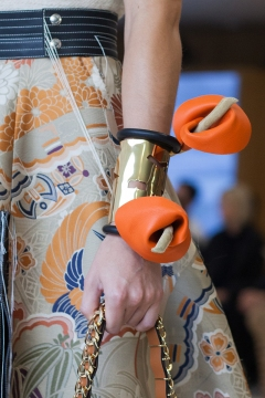 london-jewellery-school-blog-power-of-flowers-Loewe-lily-cuff
